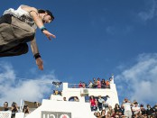 Yoann Leroux in Action beim Red Bull Art Of Motion auf Santorini © Predrag Vuckovic/Red Bull Content Pool